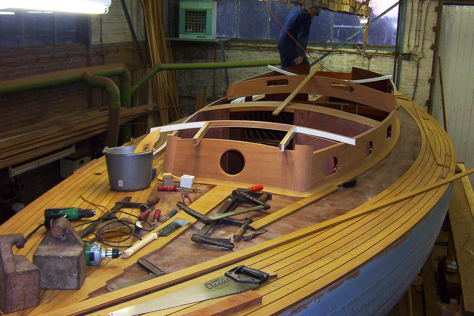 Nieuwbouw houten zeiljacht for Kroes interieur